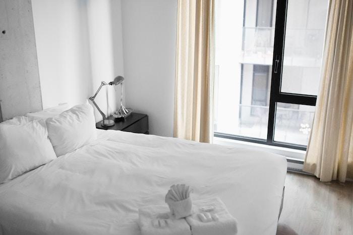 マットレスの使い方【床・ベッドで使う場合や最低限必要なモノは?】