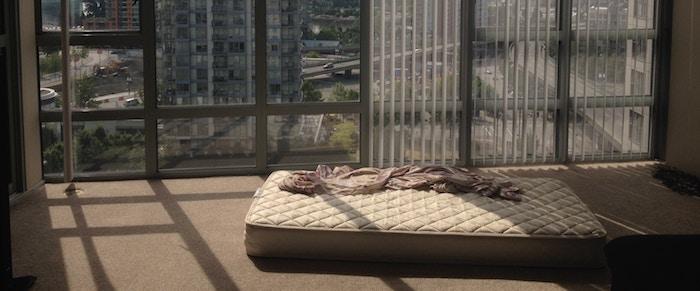 マットレスを敷く場所別(床・フローリング/ベッド)の使い方