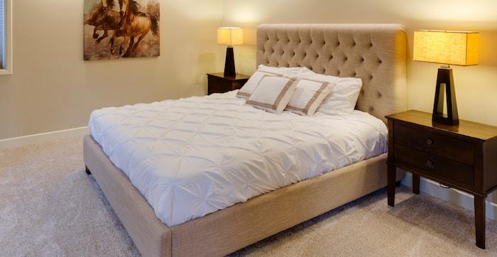 ベッドフレームを使う場合のマットレスサイズの注意点