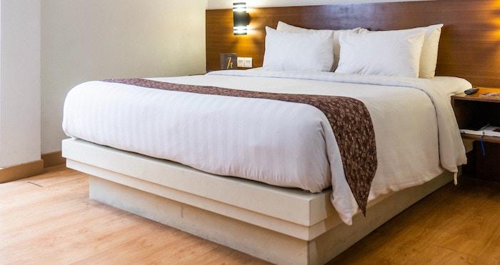 分厚い高級ベッドマットレス