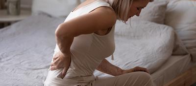 柔らかいベッドマットレスは腰痛・肩こりに悪い、体が痛い